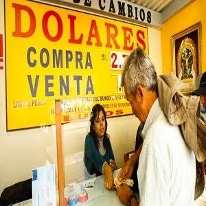 FOTOS DE CAMBIO DE DOLARES AMERICANOS EN DIFERENTES CASAS DE CAMBIO EN EL CENTRO DE LIMA.